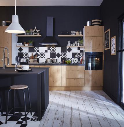 cuisine noire et bois clair