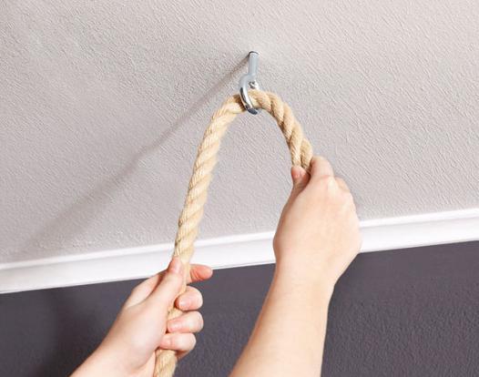 fixer un crochet au plafond