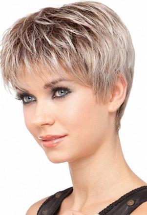 modèle cheveux courts femme