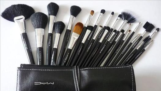 trousse pinceaux maquillage mac