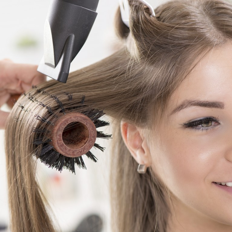 brushing cheveux