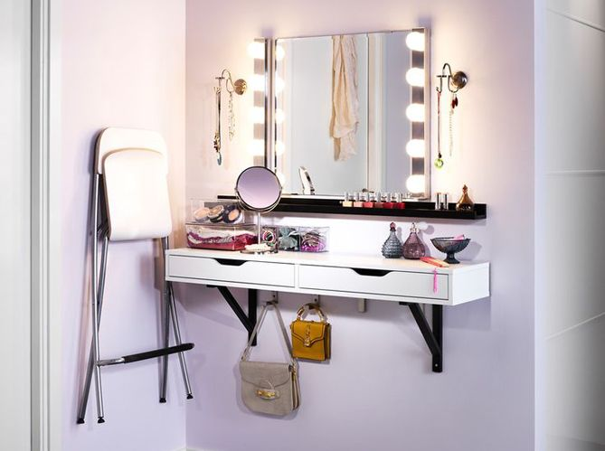 meuble avec miroir pour se maquiller