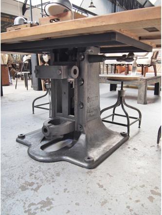 pied de machine industrielle